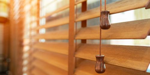Żaluzje drewniane - niezwykły charakter wnętrz