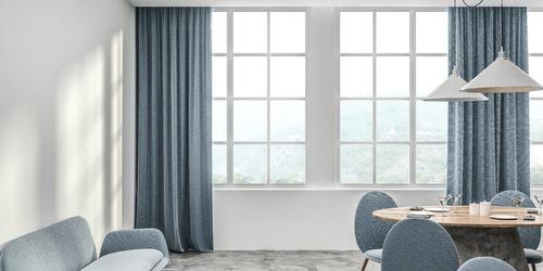 Elegante Vorhänge im Innenraum